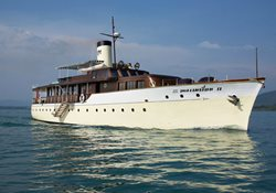 Luxury power yacht charter in Thailand